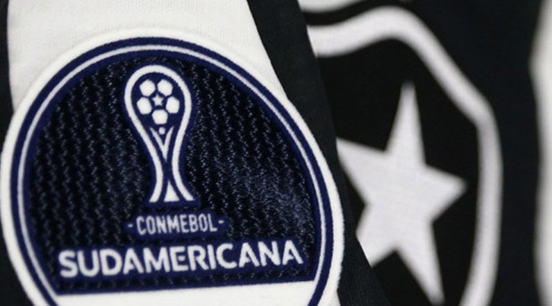 Patch da Conmebol Copa Sul-Americana na camisa do Botafogo