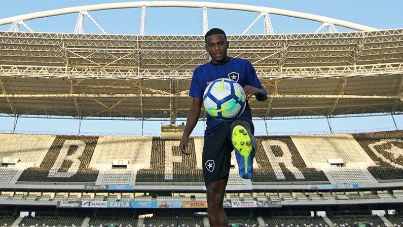 Botafogo vende Ezequiel para o Sanfrecce Hiroshima, do Japão