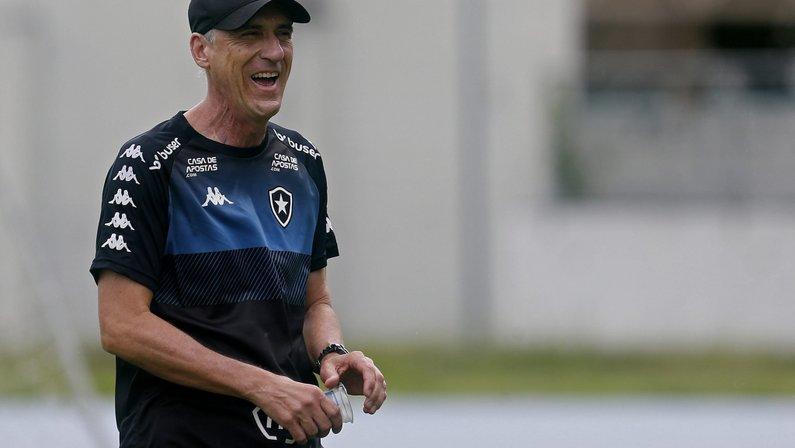 Em meio à crise, Botafogo aposta na lenda Flávio Tênius como treinador contra Ceará