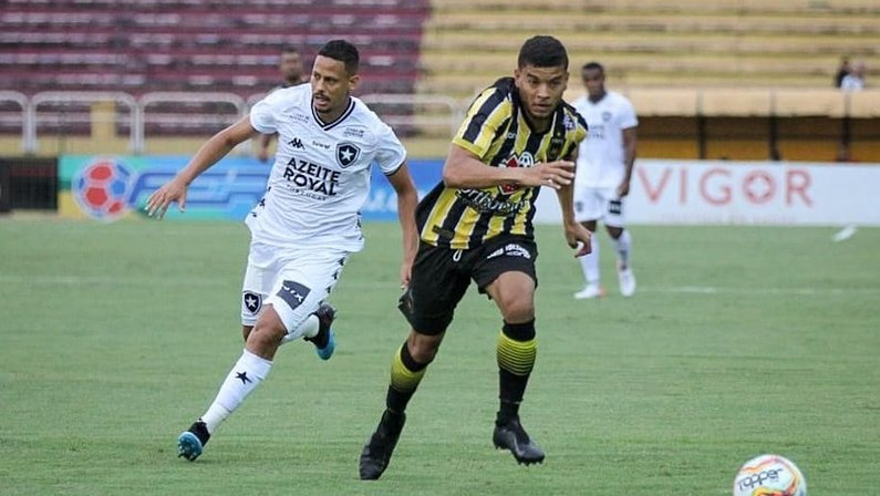 Perto do fim do contrato com o Botafogo, Fernandes tem duas propostas oficiais