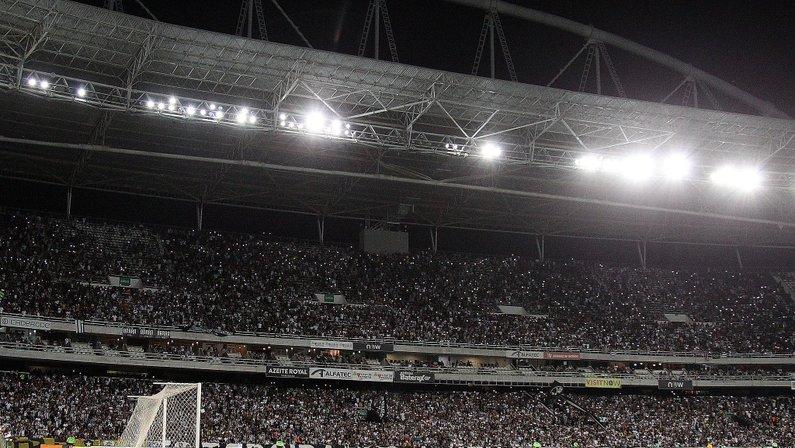 Botafogo x Paraná no Estádio Nilton Santos, em março de 2020