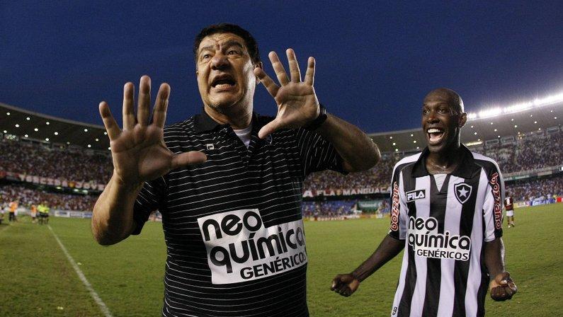 Joel Santana diz que Botafogo precisa de treinador 'casca grossa' e não descarta assumir se for procurado