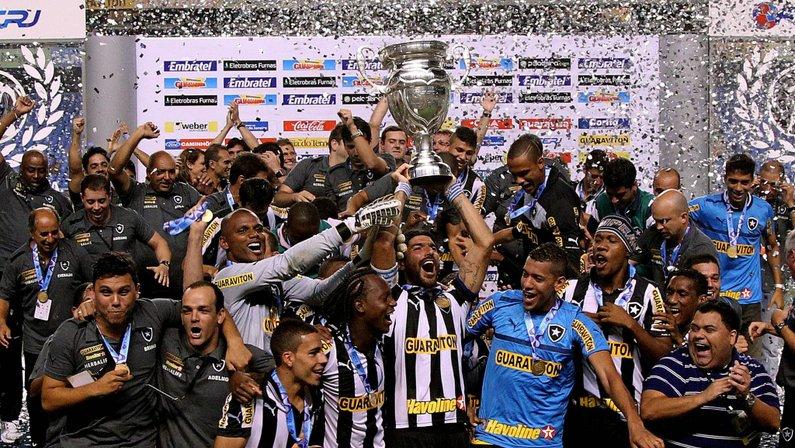 Há 8 anos, Botafogo era campeão da Taça Rio com dois gols de Loco Abreu e 'assistência' de gandula