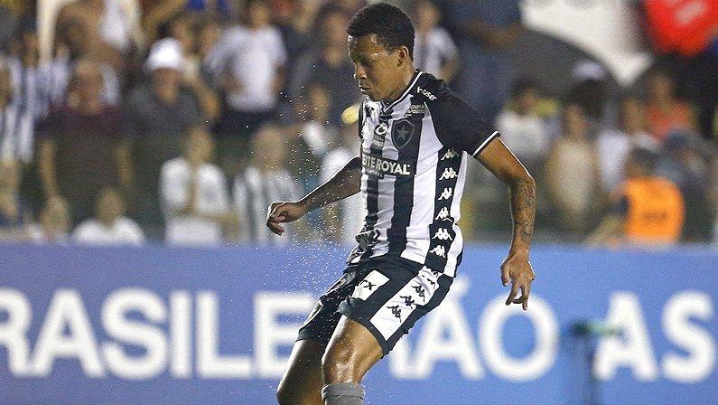 Gustavo Bochecha, do Botafogo, desperta interesse de clubes durante pausa por conta da pandemia do novo coronavírus