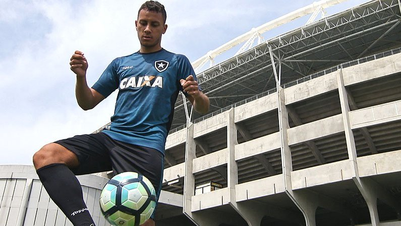Renan Gorne no treino do Botafogo em 2017