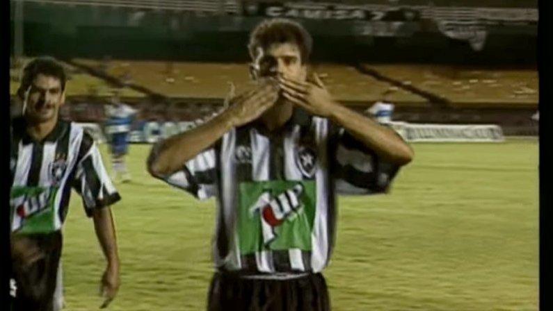 Túlio Maravilha comemora gol pelo Botafogo | Libertadores 1996