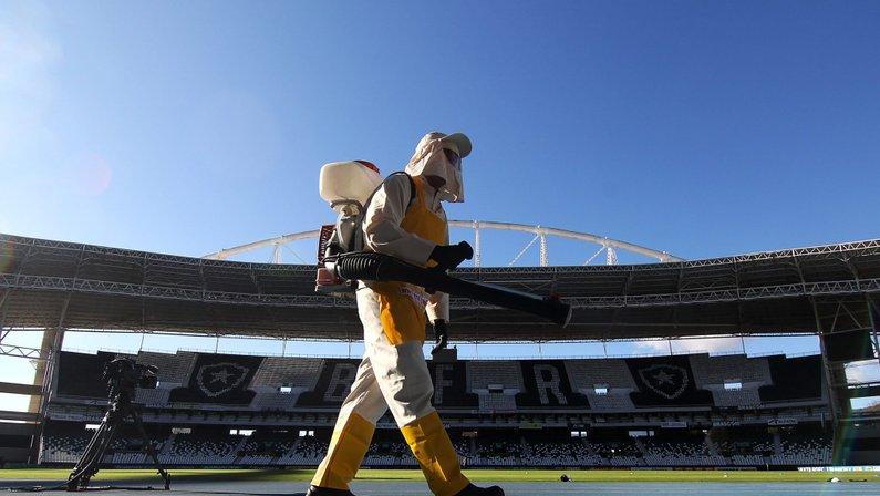 Sanitização do Estádio Nilton Santos contra o coronavírus antes de Botafogo x Cabofriense, pelo Campeonato Carioca