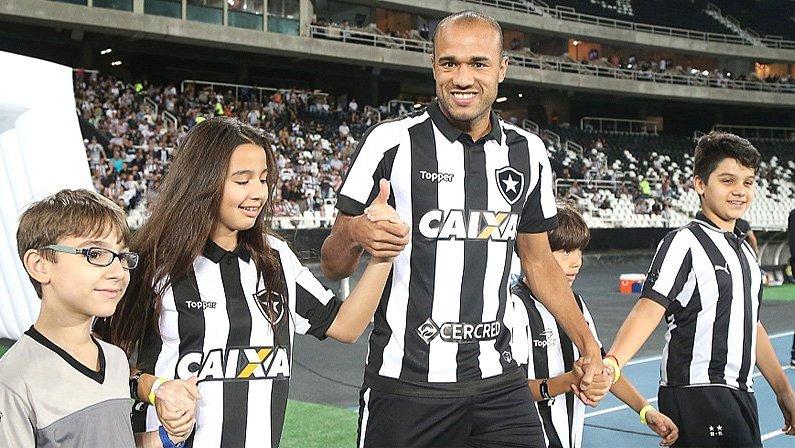 Roger se arrepende da forma que saiu do Botafogo