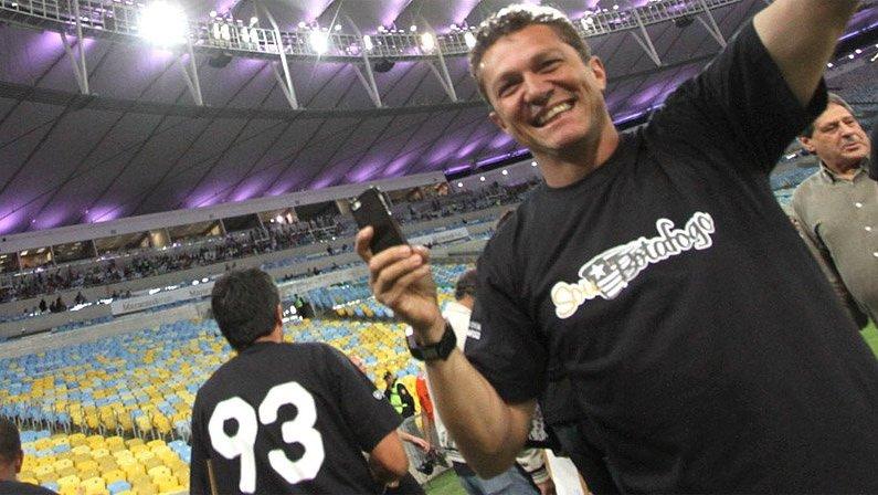 Sinval na homenagem do Botafogo aos campeões da Copa Conmebol de 1993 no Maracanã em 2013