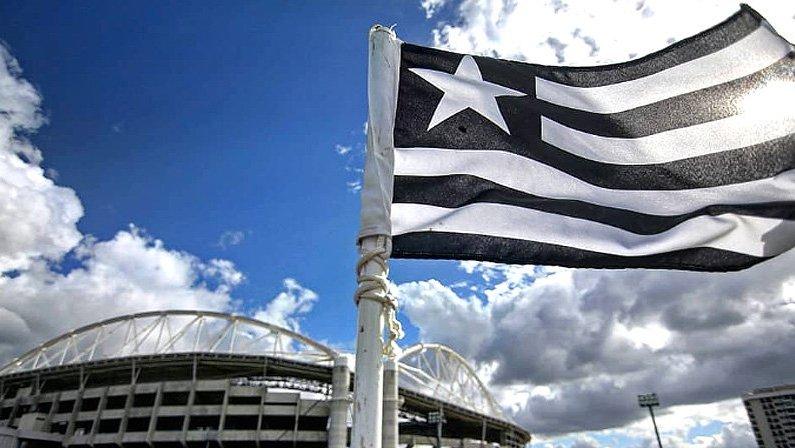Bandeira do Botafogo no Estádio Nilton Santos