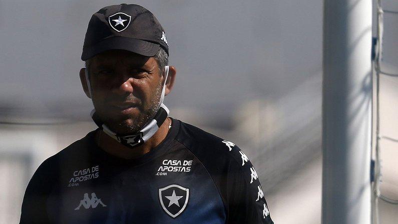 Marcos Soares, técnico do sub-20 do Botafogo