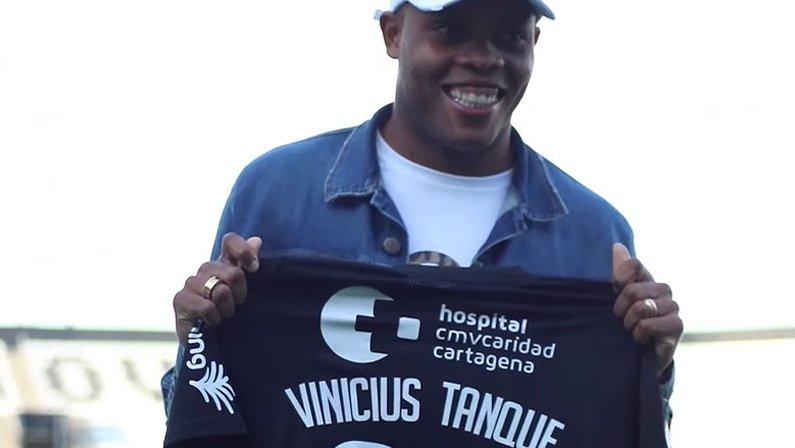 Vinicius Tanque tem rescisão de contrato com o Botafogo oficializada na CBF para continuar no Cartagena, da Espanha