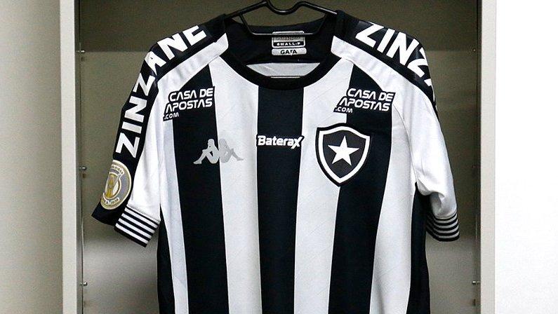 Camisa do Botafogo da Kappa 2020/2021 com Zinzane nas mangas