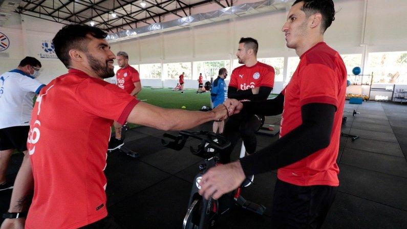 Gatito Fernández se apresentou à seleção paraguaia