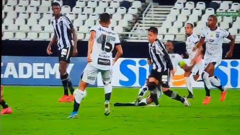 Lecaros leva entrada forte de Luiz Otávio em Botafogo x Ceará