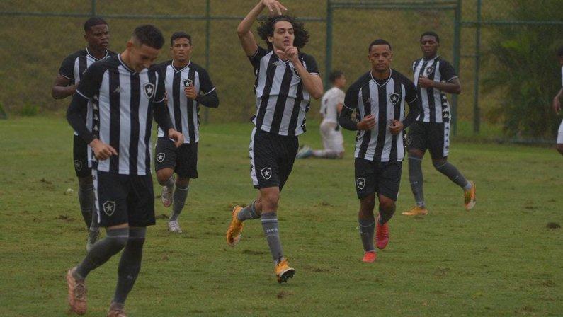 Matheus Nascimento no sub-17 do Botafogo