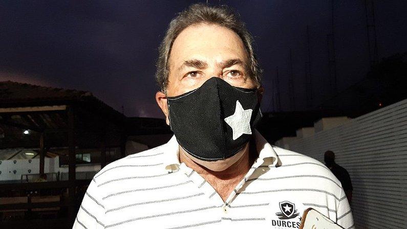 Carlos Augusto Montenegro na eleição de Durcesio Mello como presidente do Botafogo