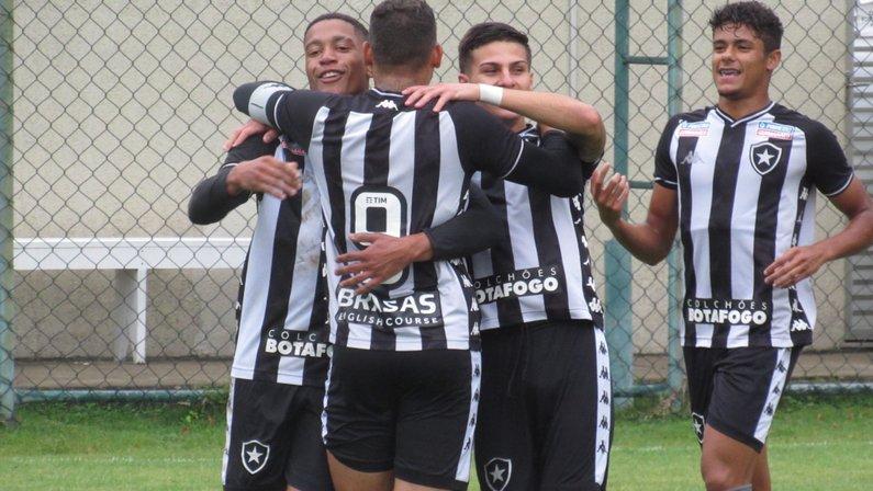 Marcos Vinicius comemora gol do Botafogo sub-20
