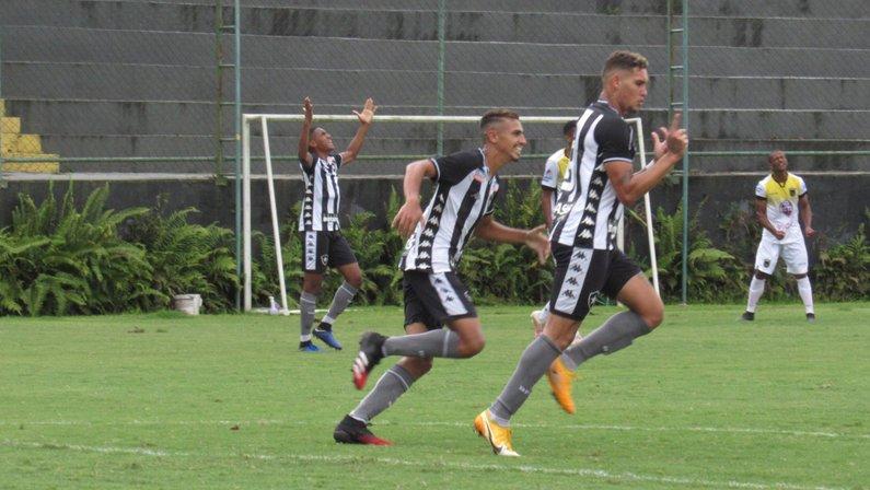 Rafael Navarro fez o gol da vitória do Botafogo por 1 a 0 sobre o Volta Redonda no primeiro jogo da final da Taça Rio Sub-20