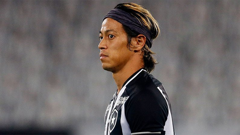 Keisuke Honda pede rescisão contratual do Botafogo