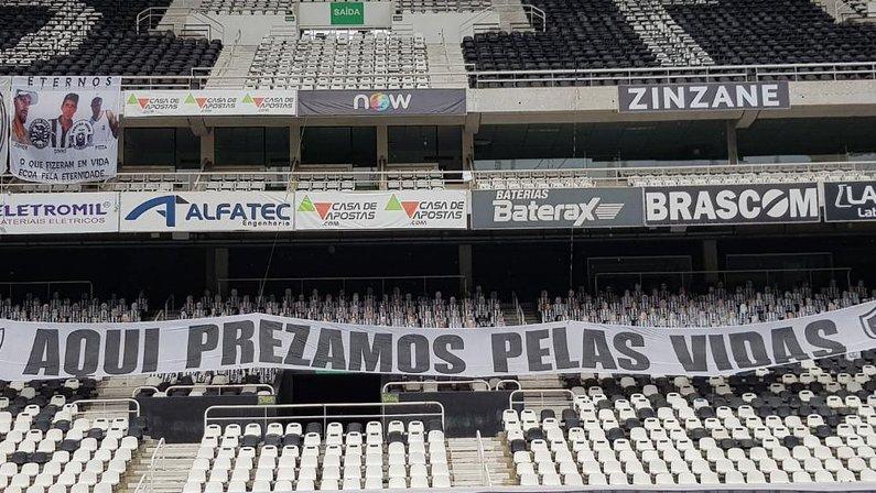 Faixa da torcida do Botafogo para jogo com Flamengo