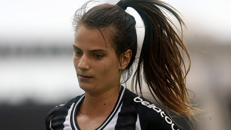 Futebol feminino: destaque do Botafogo, Chai vive expectativa de jogo decisivo com Bahia