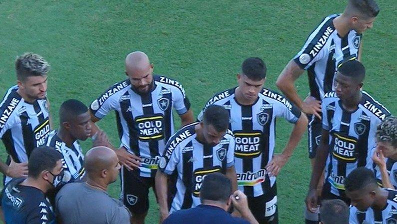 Eduardo Barroca e jogadores em Santos x Botafogo   Campeonato Brasileiro 2020