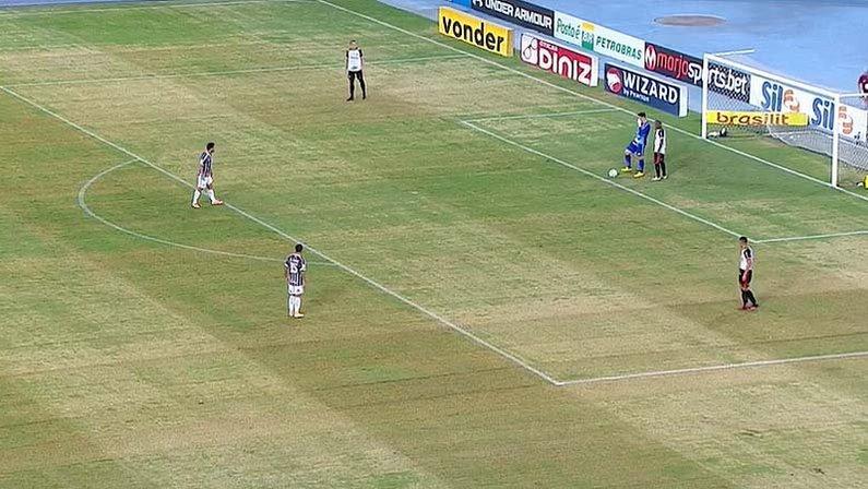 Gramado do Estádio Nilton Santos em Fluminense x Sport   Campeonato Brasileiro 2020