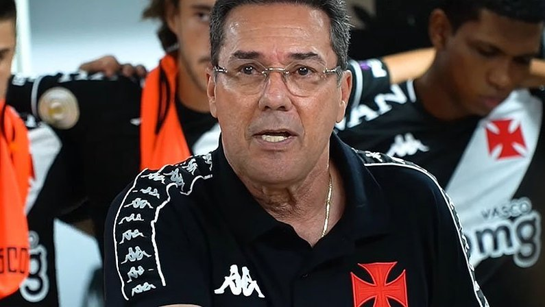 Vanderlei Luxemburgo no vestiário antes de Vasco x Botafogo    Campeonato Brasileiro 2020