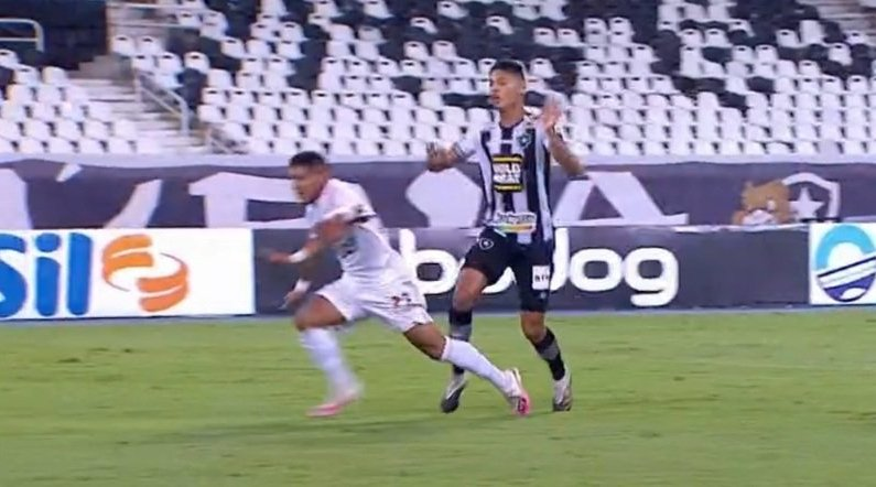Pênalti de Sousa em Botafogo x São Paulo?