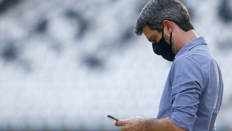 Questões financeiras fazem Botafogo deixar contratação de volante em compasso de espera