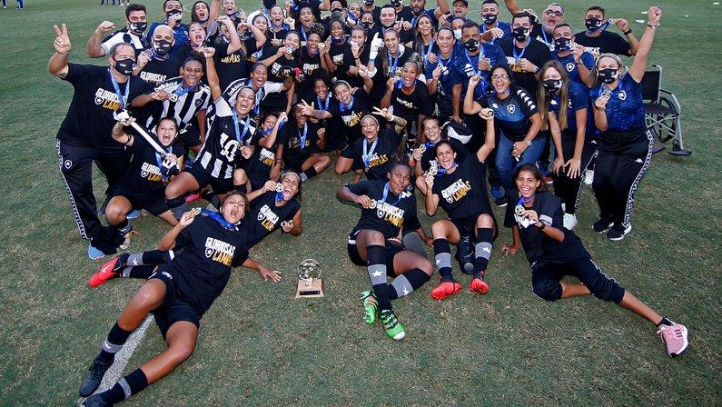 Jogadoras celebram título Carioca Feminino do Botafogo: 'Fruto do nosso trabalho'