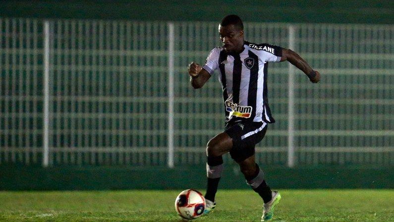 Botafogo: Luiz Otávio deve ficar fora do clássico e Kayque ser titular contra o Fluminense