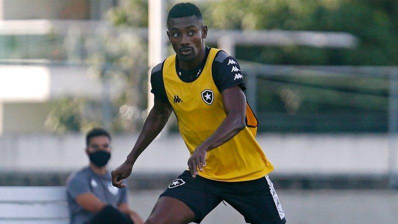 Salomon Kalou no treino do Botafogo no Estádio Nilton Santos em março de 2021