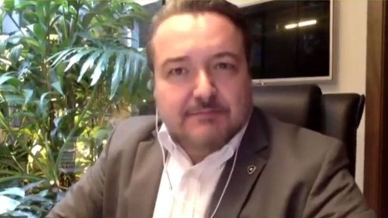CEO Jorge Braga em reunião do Conselho Deliberativo do Botafogo