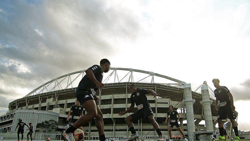 Botafogo abre negociação por atacante de velocidade e busca pacotão de reforços