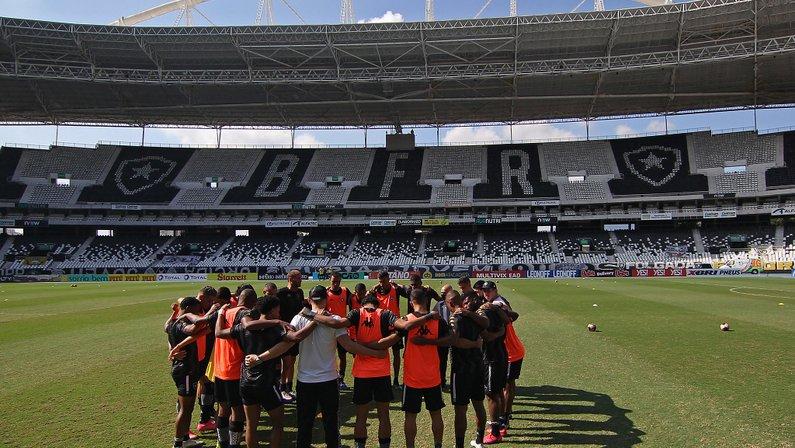 Elenco no aquecimento - Botafogo x Vasco