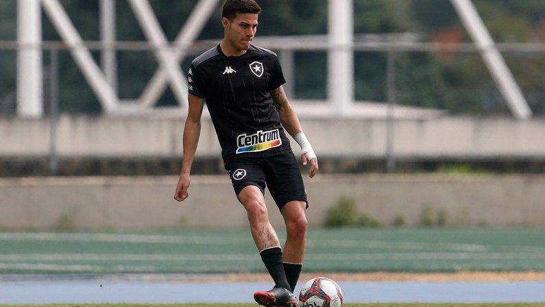 Com quadro viral, Romildo desfalca Botafogo contra o Vasco; Kanu se recupera antes do previsto