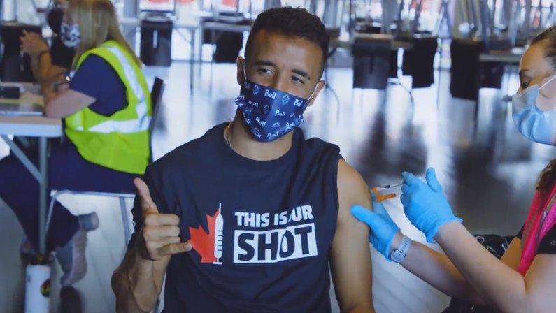 Caio Alexandre, ex-Botafogo, recebe a segunda dose da vacina contra a Covid-19 nos Estados Unidos