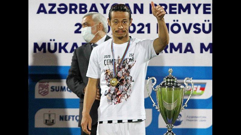 Ex-Botafogo, Keisuke Honda comemora título no Azerbaijão pelo Neftchi Baku