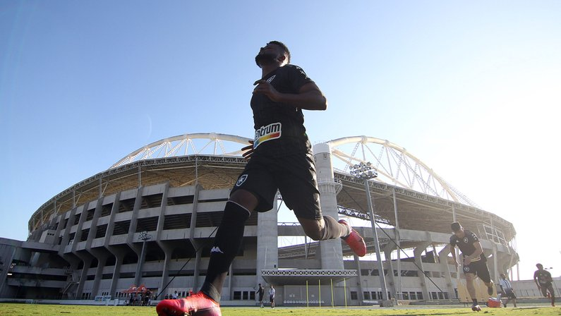 Rafael Carioca não viajou com Botafogo por conta de quadro gripal; teste de Covid-19 deu negativo