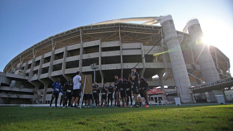 Em dia conturbado, Marcelo Chamusca comanda treino do Botafogo na reapresentação do elenco