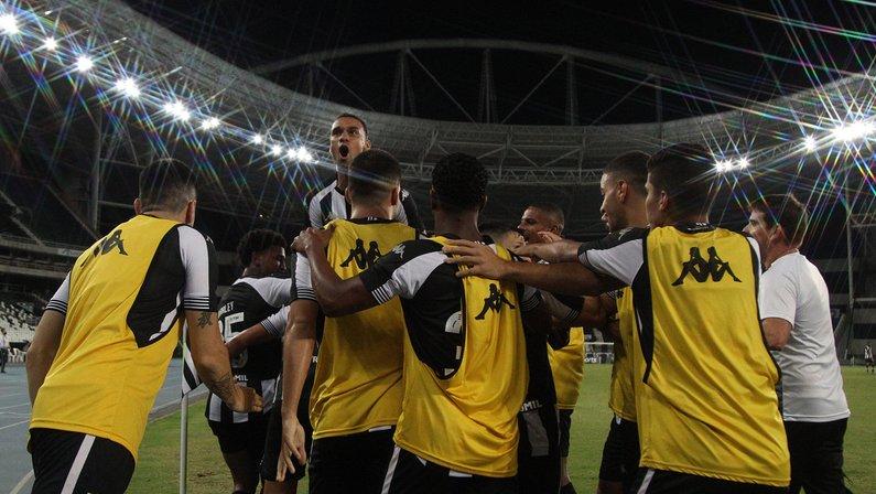 Botafogo retorna ao Nilton Santos com a missão de quebrar tabu contra o Cruzeiro no Rio