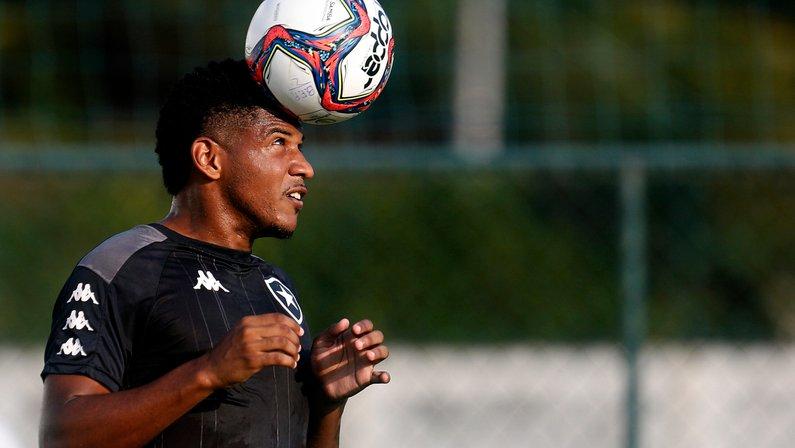 Rhuan acerta detalhes com clube da Polônia e está perto de deixar o Botafogo