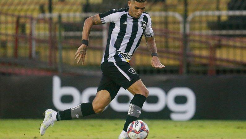 Precisamos falar de um 'novo' Rafael Navarro no Botafogo
