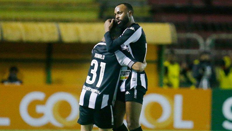 Chay e Ronald em Botafogo x Vitória | Série B do Campeonato Brasileiro 2021
