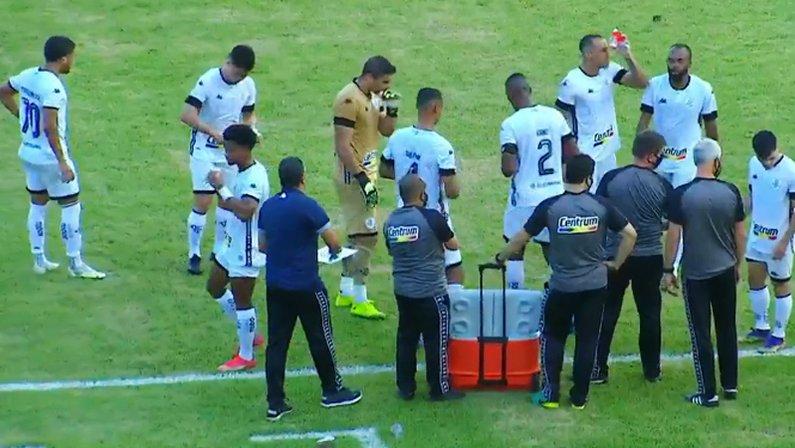 Elenco alvinegro na parada técnica em Sampaio Corrêa x Botafogo   Série B do Campeonato Brasileiro 2021