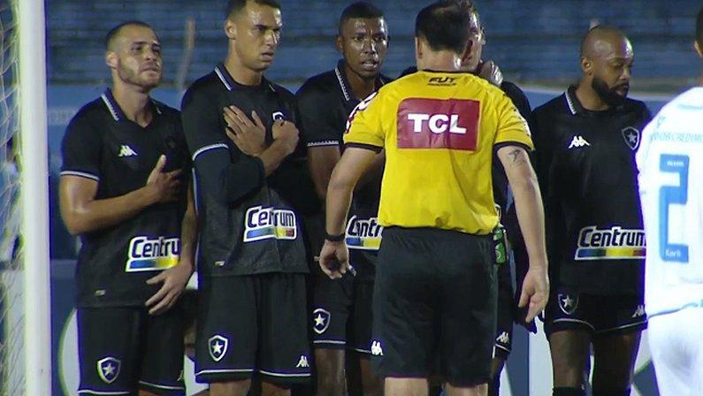 Barreira com Pedro Castro, Gilvan, Kanu e Chay em Londrina x Botafogo | Série B do Campeonato Brasileiro 2021