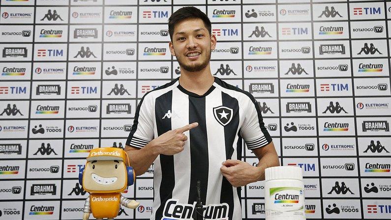 Luís Oyama é apresentado como reforço do Botafogo para a Série B