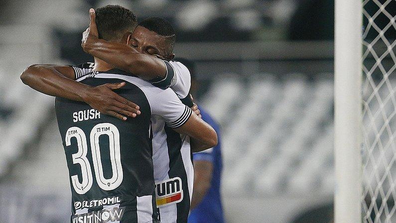 Sousa e Kanu no Botafogo em 2021